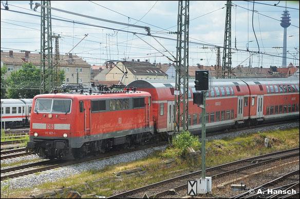 Am 15. Juli 2015 fährt 111 187-1 ihren Zug in Nürnberg Hbf. ein