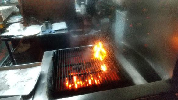 ハンバーグが焼かれている写真