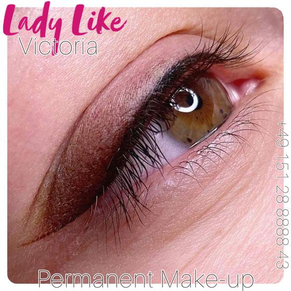 Professionell erstelltes Permanent Make-up Lidstrich, neue Augenbrauen, Lippen-Tattoo oder Microblading wird Ihren Typ hervorheben, Sie schöner und jünger machen.