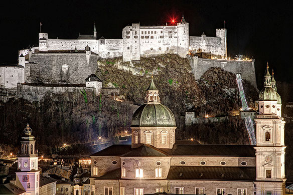 Salzburg Fortress & Salzburg Cathedral by night  (c) www.strobglerie.at