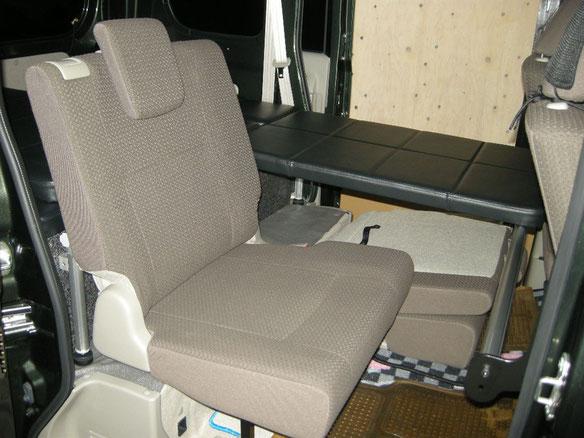 軽自動車(エブリィ)に車中泊・キャンピングのフラットベッドを製作しました。