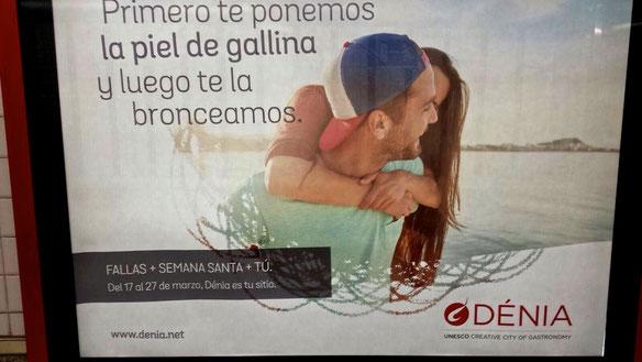 Cartel promocional en el metro de Madrid sobre la campaña turística de Fallas y Semana Santa