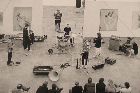 Konzert anlässlich einer Ausstellung von Maria Lassnig im 20er Haus, Wien, 1985
