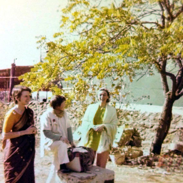 1975 - Samadhi ; arrival of the Australian group, among them were, Lorraine Brown, Pat S. & Joan Le Page