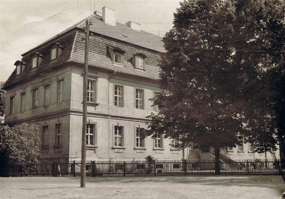 Das Schloss als Mittelschule in den 1960er Jahren.