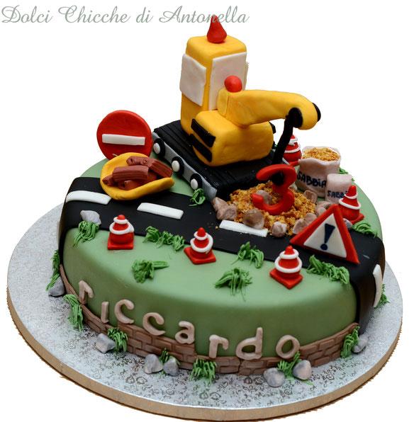 torta gru- torta trattore-torta cantiere- dolci la spezia- torte decorate- pasticceria- liguria-torte bimbi