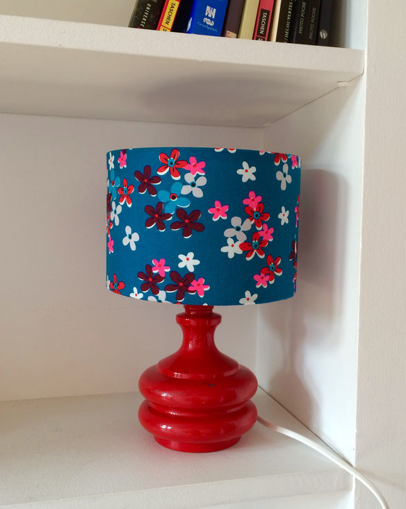 Joli lampe vintage rouge