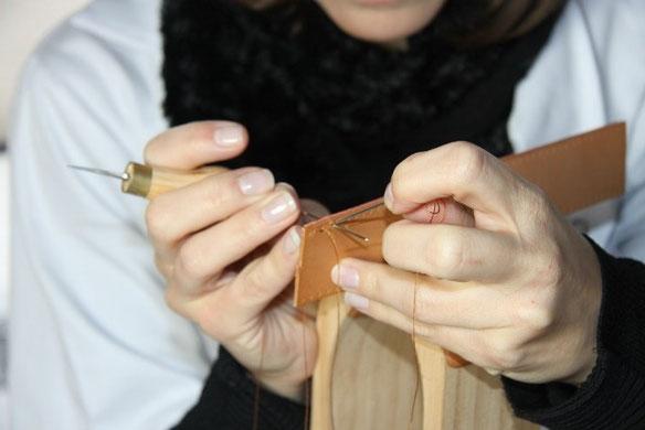 Réalisation d'une couture en point sellier