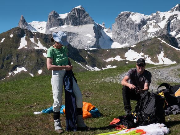 Thomas und ich am Startplatz, im Hintergrund 3 Türme, Sporaplatte und das Eisjöchle  (Foto Stefan Gleißner)
