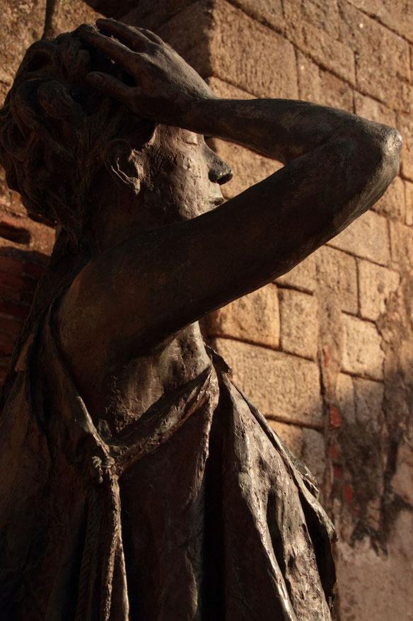 Escultura de musa. Actriz interpretando. Margarita Xingú. Escultura de actriz