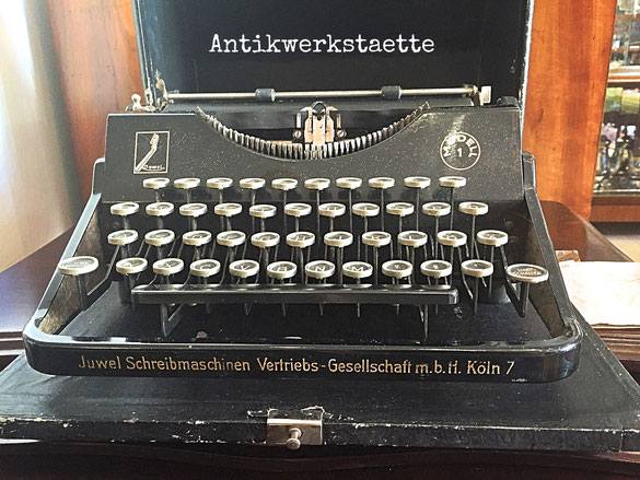 Vintage typewriter Juwel