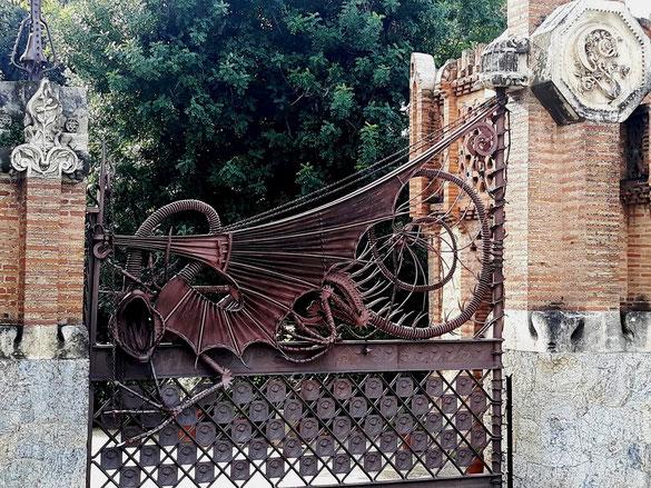 Ворота-дракон - настоящий шедевр художественной ковки и литья