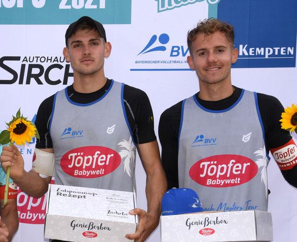 Benedikt und Jonas Sagstetter (rechts) aus Landshut haben als Titelverteidiger erneut gute Chancen auf den Gewinn der Bayerischen Beachvolleyball Meisterschaft (Foto: Lothar Forstmair).