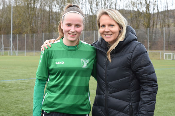 Franziska Kett mit U17 Frauen-Nationaltrainerin Friederike Kromp
