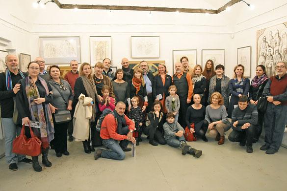 Все вместе художники встречаются редко — но на открытии выставки обязательно!