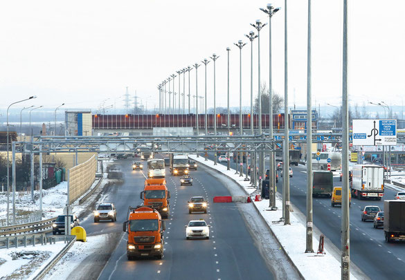 Для реконструкции автодороги М-10 (Московское шоссе) Пушкинский машиностроительный завод поставил сборные секции пролетных строений надземного пешеходного перехода, а также целый ряд других металлоконструкций, в том числе опоры освещения