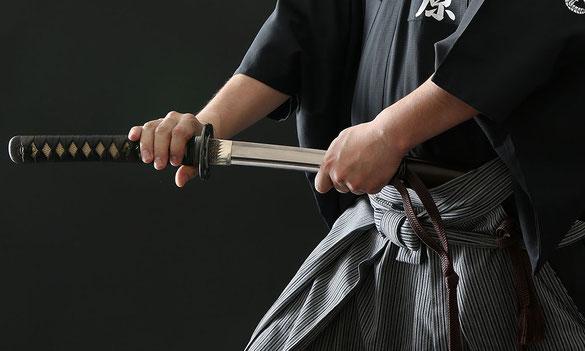 Le sabre et la tenue de iaido (photo Tozando)