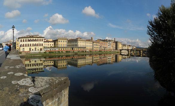 Freihand Panorama, Arno mit der weltberühmten Ponte Vecchio, Florenz, Toskana
