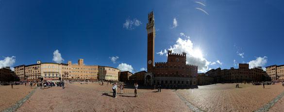 Freihand 360° Panorama, Rathausplatz Siena, Toskana