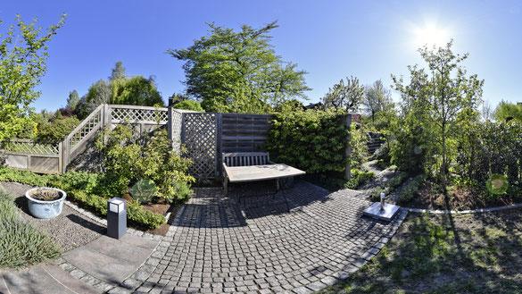 Frühlingsgarten an Sitzplatz 4 x 90° Aufnahmen