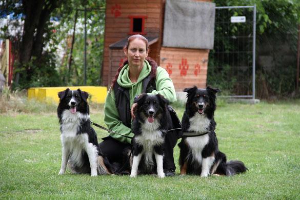 Karin mit (von li.) Amy Lejuba, Aylin, Cyra (in Memoriam 1/2007 - 11/2014)