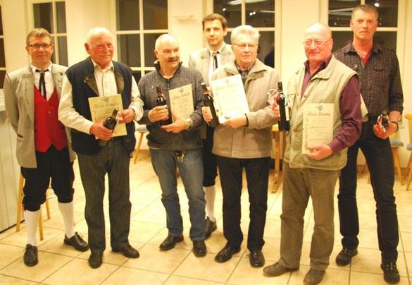 Der Vorstand mit den geehrten Mitgliedern: v.l. Ludwig Köttig, Josef Albus, Volker Gall, Hermann Blöchle, Roland Hagenlocher, Bernhard Sauter, Werner Kammerer.