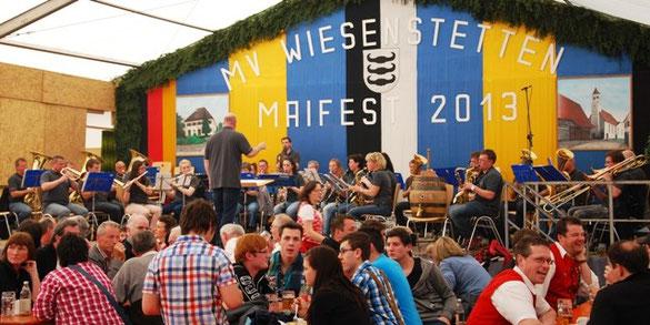 Auftritt des MV-Bieringen beim Maifest in Wiesenstetten