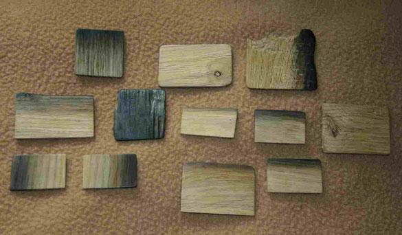 Eichenholz Stücke mit schwarzer Farbe wie Mooreiche, für Holzknöpfe die einzigartig, dekorativ, sehr groß, naturbelassen, Rohlinge für Knöpfe