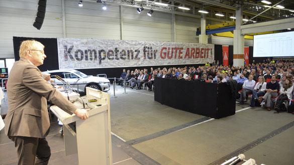 Dr. Stefan Sommer, Konzernvorstand für Komponente und Beschaffung, auf der Betriebsversammlung des Standorts Braunschweig. Foto: Volkswagen AG