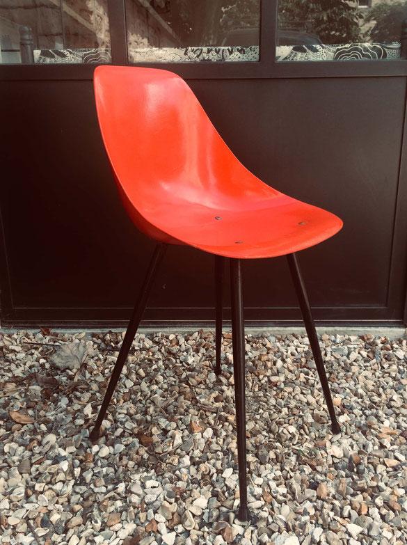rene-Jean Caillette, chaise coccinelle, chaise vintage, chaise fibre de verre