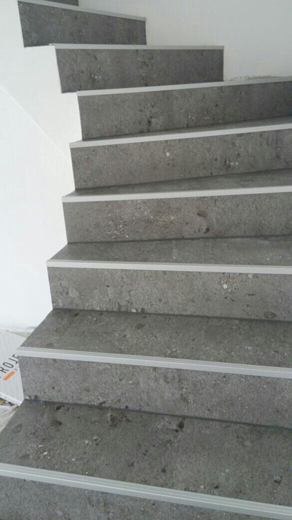 Fertigstellung Treppe belegt mit Projekt Fluor Disignbeleg