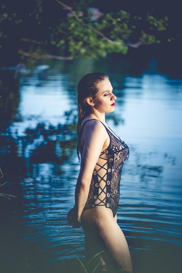 boudoir shoot in water