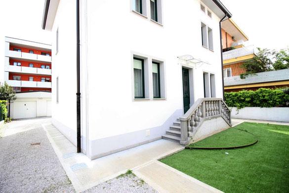 Immagine esterno bicamere in villino bifamiliare Via Gaeta