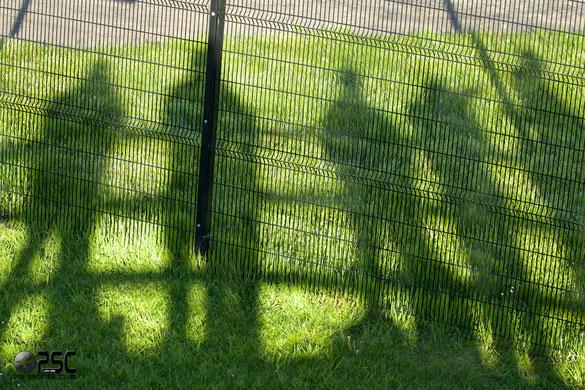 Runway Visitor Park - le ombre degli spotter dalla postazione rialzata