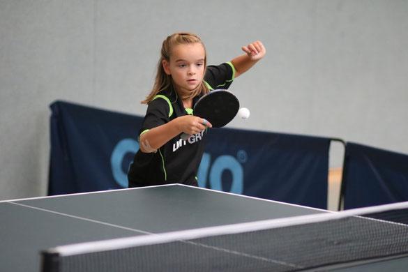 Die zehnjährige Carolin Stindt vom TSV Schwarzenbek avancierte mit drei Goldmedaillen und einmal Bronze zur erfolgreichsten Athletin bei den Bezirksmeisterschaften in Ratekau.