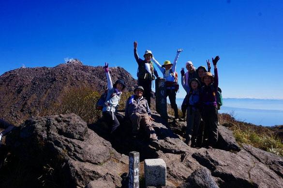 雲仙普賢岳  後ろに平成新山の溶岩ドームから水蒸気が出ています