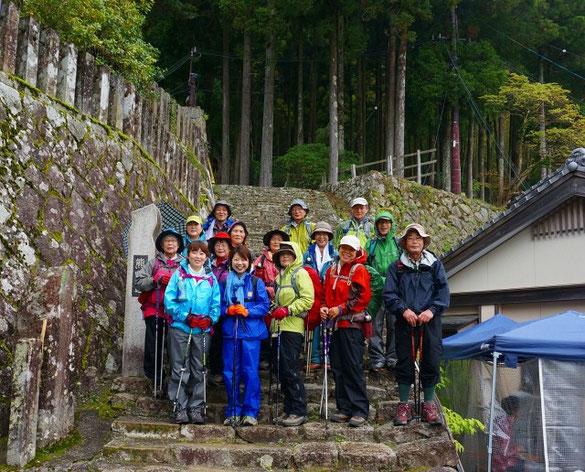 熊野那智大社から大雲取越(15km)のスタートです