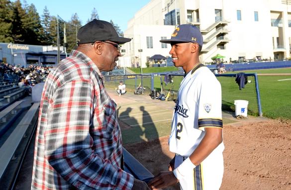 Nella foto Darren Baker  parla con il padre Dusty (Astros) (Doug Duran / Bay Area News Group)