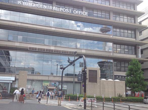 京都中央郵便局の前の横断歩道