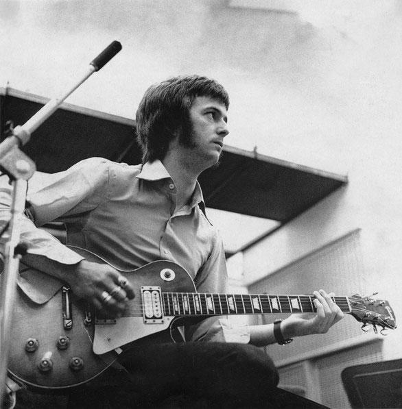 Aux Decca Studios de West Haspmtead à Londres en avril 1966.
