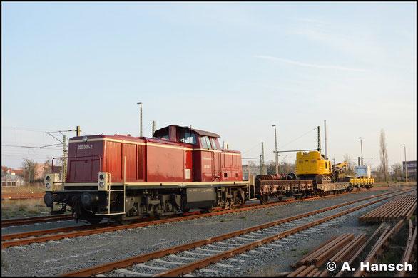 Am 30. März 2019 steht 290 008-2 mit Bauzug im Bahnhof Dessau