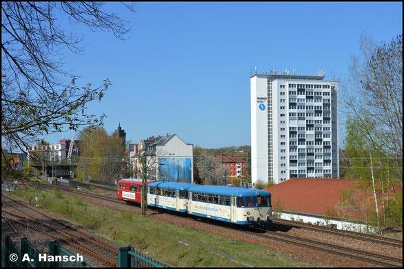 Die drei VT98 der Wisentatalbahn 998 633-1, 798 592-1 und 798 813-1 fuhren am 19. April 2019 als Sonderzug von Schleiz nach Niederwiesa bzw. ins SEM Chemnitz. In Chemnitz-Süd konnte das Gespann dokumentiert werden