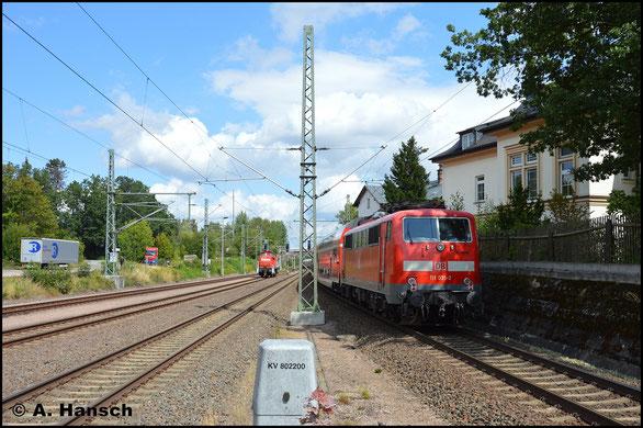 111 035-2 hängt am 19. August 2019 am Zugschluss des Lr 70731 München-Pasing Bbf. - Wittenberge, der hier durch den Bf. Neumark rauscht