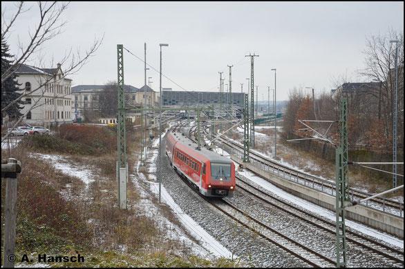 Am 19. Dezember 2017 wurde 611 030/530 von Freiberg nach Ulm überführt. Hier verlässt der Triebwagen Chemnitz Hbf.