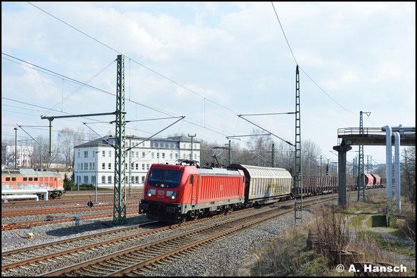 187 140-9 passiert am 19. März 2020 mit dem Mischer EZ 51716 das AW Chemnitz auf der RC-Linie (Riesa - Chemnitz)