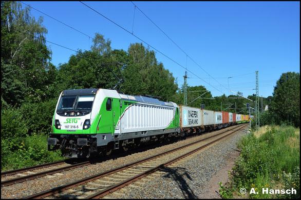 187 316-5 fährt für die SETG und begegnet mir am 29. Juni 2019 mit Containerzug in Chemnitz-Furth
