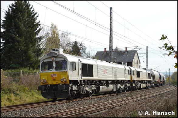 Am 2. November 2017 hat die Lok, gemeinsam mit 266 442-3 wieder den Leerzementzug am Haken. Hier durchfährt das Gespann Chemnitz-Furth gen Riesa