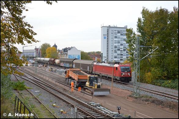 Mit EZ 51716 rollt 187 118-5 am 22. Oktober 2020 durch den Hp Chemnitz-Süd