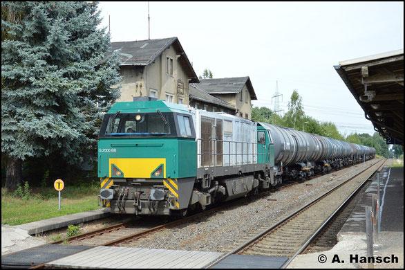 272 205-6 holt am 8. August 2017 einen Leerkesselzug aus dem Tanklager Hartmannsdorf. Hier kommt sie in Wittgensdorf ob. Bf. zum Stehen