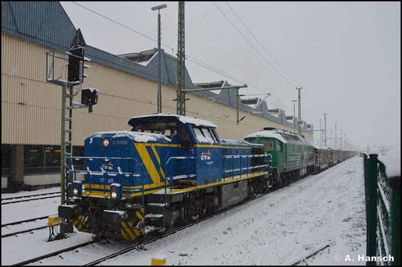 277 405-7 der evb spannt am 23. Januar 2021 einen Holzzug vor 232 704-7 vor. Kurz vor Abfahrt entstand in Chemnitz Hbf. ein Bild der Fuhre